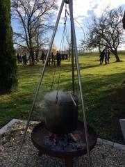 Für Team-Events wird hervorragendes Essen von Grill und Feuerstelle angeboten
